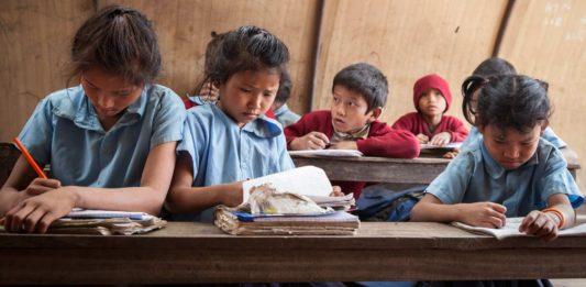 Børn fra jordskælvsramte distrikter i Nepal (foto: Kishor Sharma)