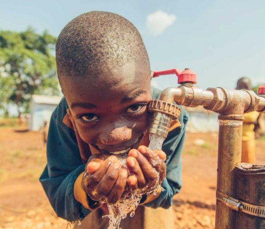 Poul Due Jensens Fond sikrer drikkevand til flygtninge i Tanzania