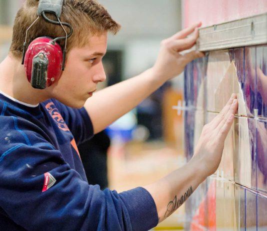 Flisemurer ved det årlige Danmarksmesterskab for unge fra erhvervsuddannelserne, DM i Skills, som Nordea Bank-fonden i 2016 støttede med 1,5 mio. kr. (foto: Per Daugaard/SkillsDenmark)
