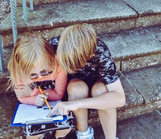 Børn på trappe