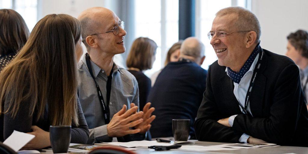 Nordea-fondens bestyrelsesformand Peter Schütze (t.h.) deltog også for at blive klogere på arbejdet med forankring. (foto: Søren Svendsen)