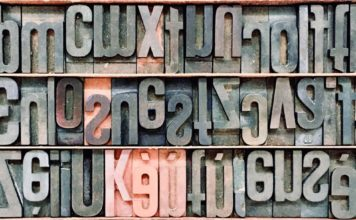 bogstaver (foto: Fabio Santaniello Bruun, Unsplash)