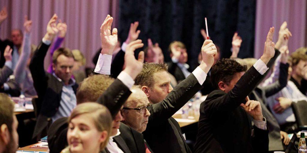 Håndsoprækning i Tryghedgruppens repræsentantskab (foto: Tryghedgruppen)